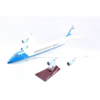 Ինքնաթիռի մետաղյա մոդել
